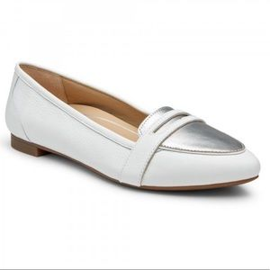 BRAND NEW modern classic versatile leather loafers